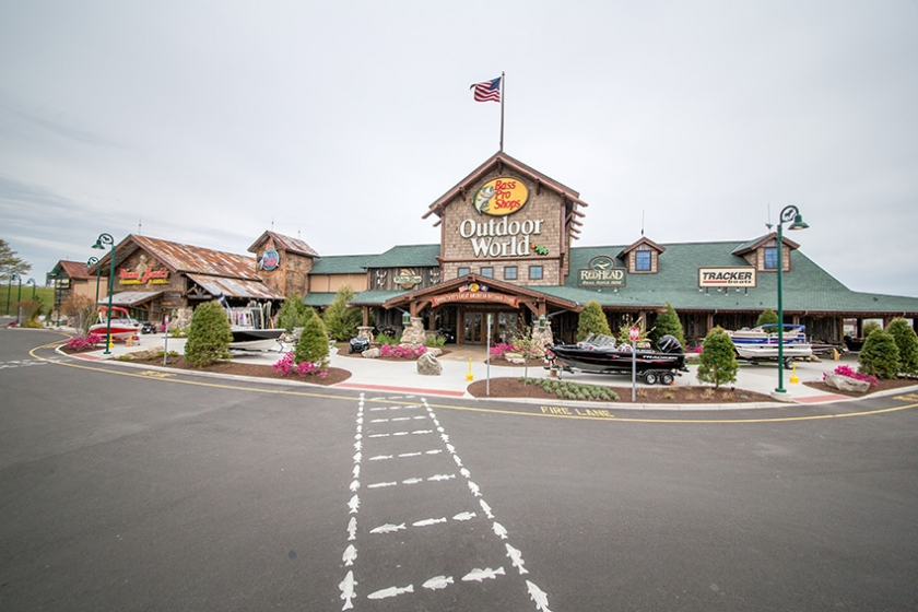 Steelpointe Harbor - Bass Pro Shops